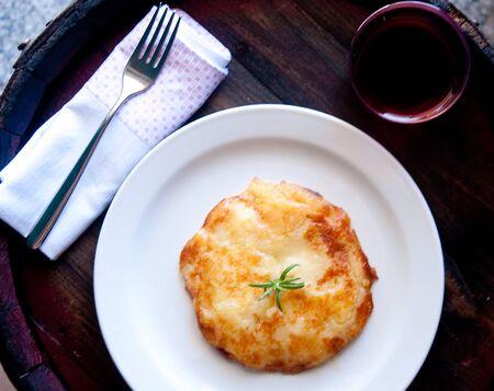 ジャガイモとチーズ、イタリアに基づく Frico 典型的なフリウリ料理