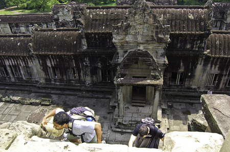 18 september 2006-Angkor Wat-Cambodia-Tourist who climb the temples of Angkor War, Cambodia Banque d'images - 111211760