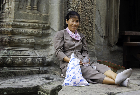 18 september 2006-Angkor Wat-Cambodia-Young Cambodians inside the temples of Angkor War, Cambodia Banque d'images - 111215058
