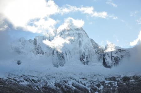 alpamayo: Taulliraju - Cordillera blanca- Trek Santa Cruz Stock Photo