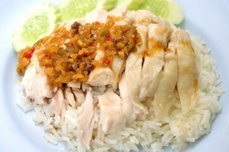 arroz chino: arroz al vapor con sopa de pollo en Tailandia Foto de archivo