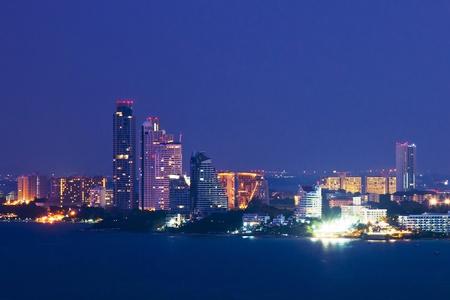パタヤ市のスカイライン、タイ
