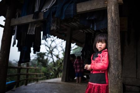 Unidentified H mong s kind in Sa Pa, Vietnam 4 december 2012 Sapa is een bergstadje in Vietnam en H Mong zijn de 8ste grootste etnische groep in Vietnam Redactioneel