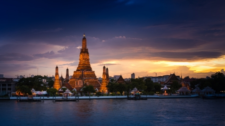 Wat Arun Ratchawararam a Buddhist temple in Bangkok Yai district of Bangkok, Thailand photo