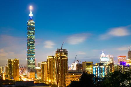 Taipei, Taiwan avondhorizon Redactioneel