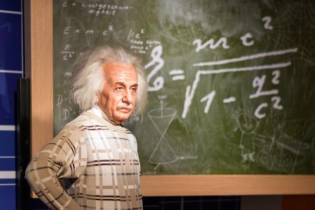 バンコク - 22 日: 蝋、バンコク、タイで 2015 年 7 月 22 日のマダムタッソー蝋人形館の表示にアルベルト ・ アインシュタインの。マダムタッソー蝋人 報道画像