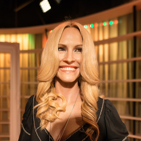 roberts: BANGKOK -JULY 22: A waxwork of Julia Roberts on display at Madame Tussauds on July 22, 2015 in Bangkok, Thailand. Madame Tussauds newest branch hosts waxworks of numerous stars and celebrities Editorial