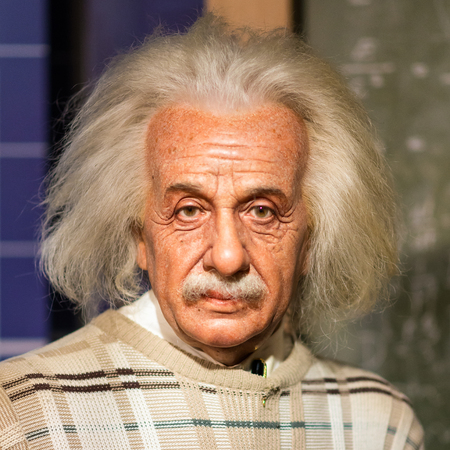 BANGKOK - JUL 22: A waxwork of Albert Einstein on display at Madame Tussauds on July 22, 2015 in Bangkok, Thailand. Madame Tussauds' newest branch hosts waxworks of numerous stars and celebrities 에디토리얼