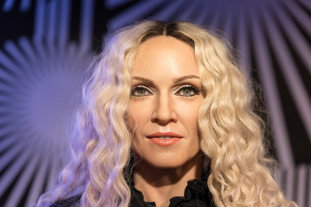 BANGKOK-JAN 29:: A waxwork of Madonna on display at Madame Tussauds on January 29, 2016 in Bangkok, Thailand. Madame Tussauds newest branch hosts waxworks of numerous stars and celebrities 新聞圖片
