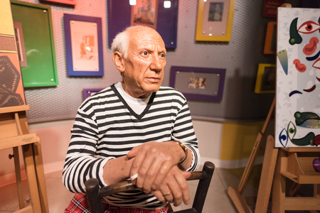 pablo picasso: BANGKOK - JAN 29: A waxwork of Pablo Picasso on display at Madame Tussauds on January 29, 2016 in Bangkok, Thailand. Madame Tussauds newest branch hosts waxworks of numerous stars and celebrities