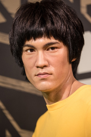 celebes: BANGKOK - JAN 29: A waxwork of Bruce Lee on display at Madame Tussauds on January 29, 2016 in Bangkok, Thailand. Madame Tussauds newest branch hosts waxworks of numerous stars and celebrities