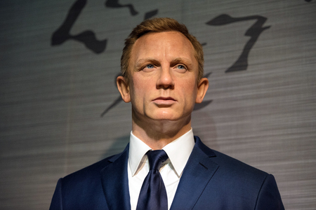 celebes: BANGKOK - JAN 29: A waxwork of Daniel Craig on display at Madame Tussauds on January 29, 2016 in Bangkok, Thailand. Madame Tussauds newest branch hosts waxworks of numerous stars and celebrities Editorial