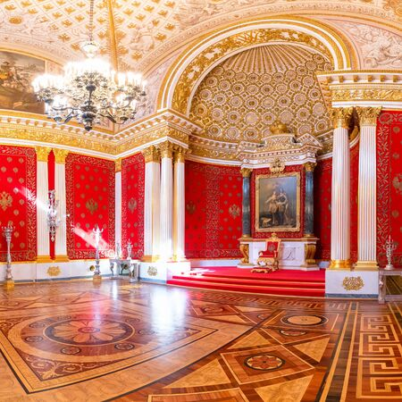 SAINT PETERSBURG, RUSSIA-APRIL 11,2018 : The interior of the Petrovsky Small Throne Hall in the State Hermitage, a museum of art and culture in Saint Petersburg, Russia. 新聞圖片