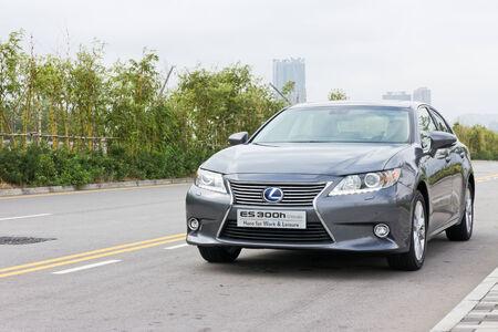 lexus: Lexus ES 300h Mid Level Sedan 2013 Model, Hybrid Sedan in Japan Editorial