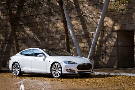 Hong Kong 市場でテスラ モデル S 電子車 報道画像