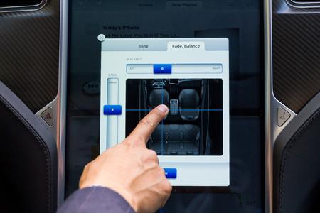 Tesla Model S Electronic Car Big Screen Dashboard