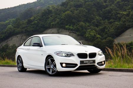 BMW 220i 2014年セダン、すべての新シリーズ、小型セダン。