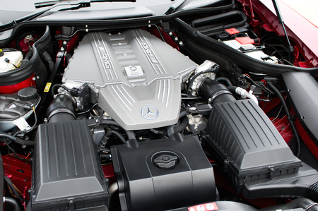 kw: Mercedes-Benz SLS AMG 6,2 l engine. M 159, liquid-cooled V8 Four-stroke engine, cylinder bank angle 90°. Power: with 571 PS (420 kW; 563 hp) at 6800 rpm. Weight: 206 kg