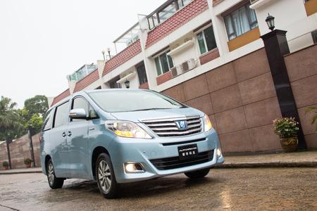 Toyota Alphard Hybrid 2012, the first hybrid in MPV. Editorial