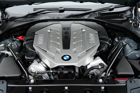 有名なレース車 bmw のスポーツ車のエンジン。