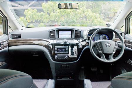 mpv: Nissan Elgrand 2014 MPV 7 seat car