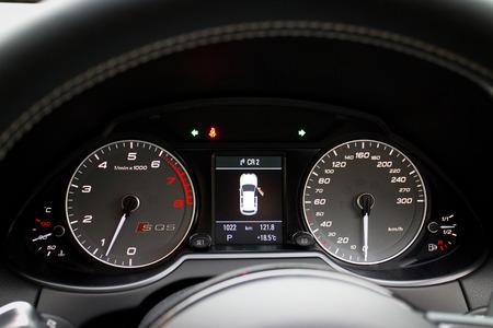 alto rendimiento: Audi SQ5 Alto Rendimiento HatchBack coches, Modelo 2014 Editorial