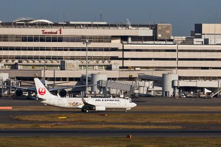 aviones pasajeros: JAL Disney Aviones de pasajeros despegando