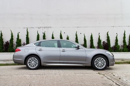 infiniti: Infiniti Q70L Long Wheel Base Sedan, This is the top model in this brand  Use new name on car series