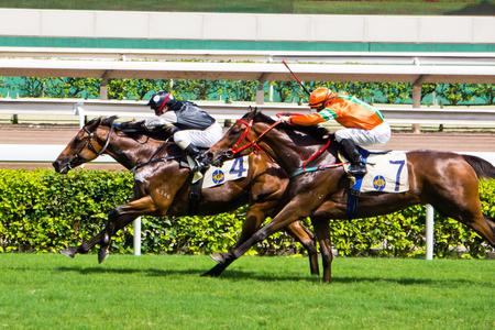Horse Race Lopers en ruiters tijdens een race