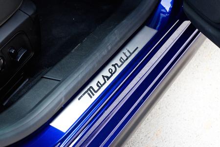 foot step: Hong Kong, Cina 5 giugno 2014: Maserati Ghibli berlina sportiva piede passo il 5 giugno 2014 a Hong Kong. Editoriali