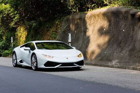Hong Kong, China Oct 8, 2014 : Lamborghini Huracan LP610-4 2014 test drive on Oct 8 2014 in Hong Kong. Reklamní fotografie - 33183800