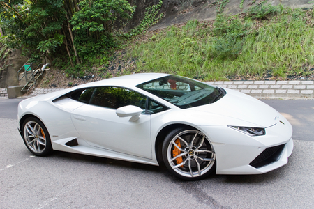 Hong Kong, China Oct 8, 2014 : Lamborghini Huracan LP610-4 2014 test drive on Oct 8 2014 in Hong Kong. Reklamní fotografie - 33183804