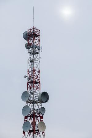 通信: 携帯電話のネットとテレビの通信塔 写真素材