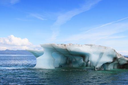 large iceberg that broke off Columbia Glacier in Alaska Foto de archivo