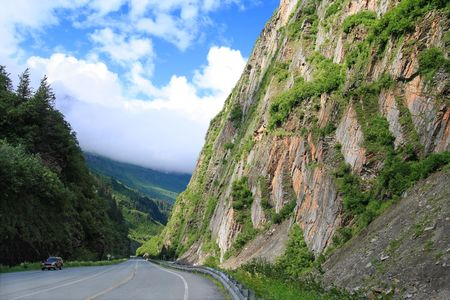 scenic Richardson highway in Alaska heading through Keystone Canyon Foto de archivo