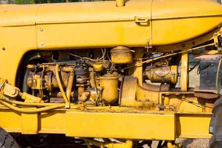close-up view of the engine on an antique tractor Foto de archivo