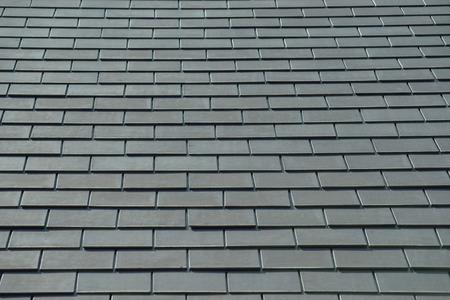 horizontaal beeld van leien op een dak