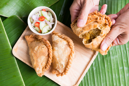 curry puff stuffed chicken on banana leaf background 스톡 콘텐츠