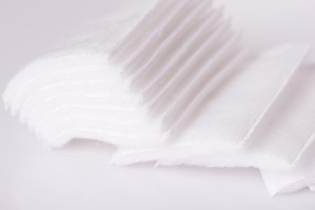 Coton carré de laine sur fond blanc close up Banque d'images - 88600645