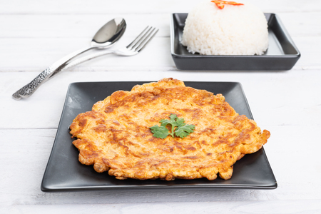 Traditional Thai omelet,  jasmin rice , simple but delicious. Thai people knows it well. 免版税图像