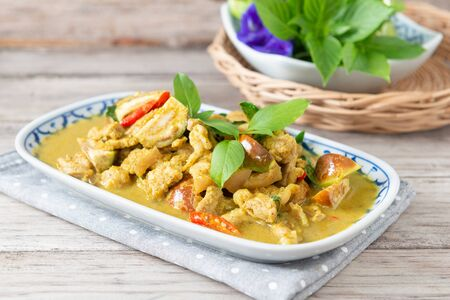 Green curry (Kaeng kheiyw hwan) with Thai food Stock Photo