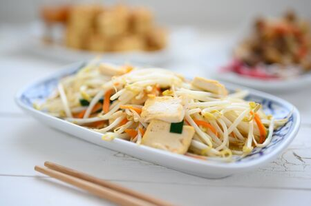 Stir Fried Bean Sprouts with tofu and scallion. Asian vegetable stir fry , asian food Standard-Bild