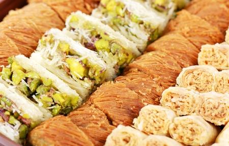 comida arabe: Dulces �rabes con nueces, cerca disparo