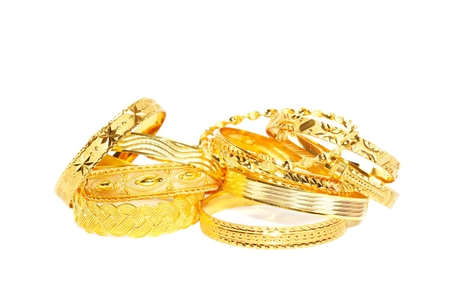 Gouden armbanden op wit Stockfoto