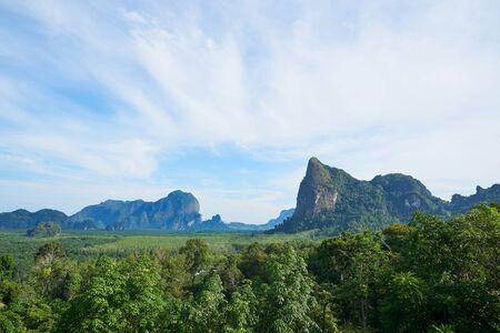 Scene of a mountain range on the blue sky at Krabi province Standard-Bild