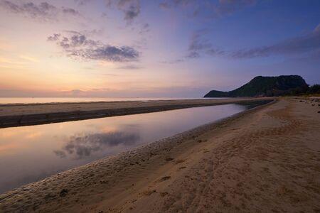 Scene of beautiful sky before sunrise at Pranburi beach, Prachuabkirikhan, Thailand Stok Fotoğraf