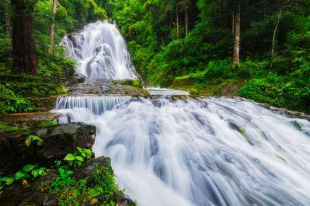 プンヤバーン滝滝、ラノーン、タイ。
