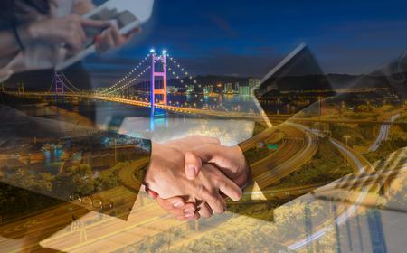 青馬大橋、香港の空撮で実業家のハンド シェークの二重露光。 写真素材