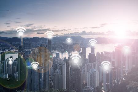 都市景観と Wifi ネットワーク接続の概念