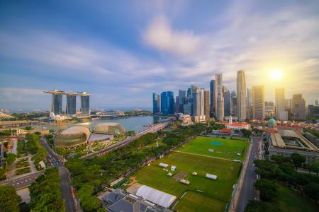 シンガポール ビジネス地区の日の朝の風景、シンガポールのスカイラインの時間します。 写真素材